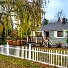 Charming Cape Cod Home With Lg Yard - Seattle, WA 98168