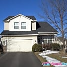 Beautiful 4 Bedroom w/Pool Access - Shakopee, MN 55379