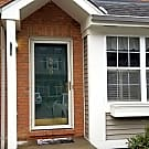 Spacious Townhome With Garage in Bellevue - Bellevue, KY 41073
