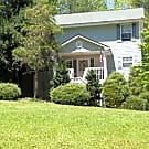 Beautiful Home on a knoll - Hendersonville, NC 28739
