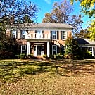 Traditional 2 story home Ultra convenient location - Louisville, KY 40242