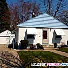 Awesome 2 bedroom home with a huge fenced yard!! - Saint Paul, MN 55119