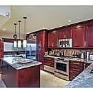 GORGEOUS TOWNHOUSE WITH BEAUTIFUL KITCHEN - Hollywood, FL 33021