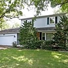 4 Bed / 2 Bath, Crystal Lake, IL - 2472 sq ft - Crystal Lake, IL 60014