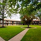 Huntington Club Apartments - Warren, MI 48093