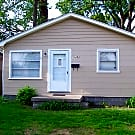 Nice 2 br, hardwood floors, tiled bathroom. - Warren, MI 48089