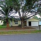 Very cute 2/2/2 w fenced in yard! Wood floors, ... - Hudson, FL 34667
