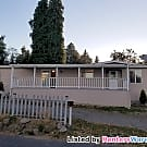 Cozy Home w/ 2 Car Garage on Cul De Sac - Seattle, WA 98146