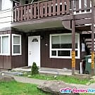 2 Bedroom ground floor apartment - Available NOW - Seattle, WA 98125