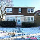 Comfortable 2 Bdrm Upper Duplex Unit - Milwaukee, WI 53216
