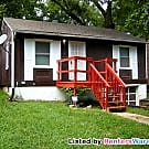 Cute 2 Bedroom House with Easy Highway Access - Kansas City, MO 64132