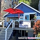4 Bedroom Beach House with Spectacular Views - Seattle, WA 98116