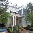 1st Floor duplex steps from St Charles - New Orleans, LA 70115