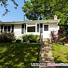 2 Bedroom Home w/ Fenced Yard on Pkwy - Minneapolis, MN 55418
