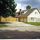 Large 4 bedroom home on a corner lot close to 5... - Houston, TX 77031