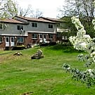 Woodbury Apartments - Middletown, CT 06457