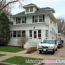 Large 5 BR  2.5 bath blocks to Mayo & St.... - Rochester, MN 55902