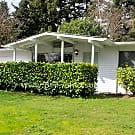 Kent Rambler with Large Garage & Yard - Kent, WA 98031