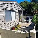 Cute Courtyard Square 2/2 - Bradenton, FL 34205