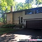 Spacious 2BR/2 BA Town Home With Two Car Garage - Bloomington, MN 55438