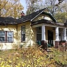 A MUST SEE!!! 2 Bedroom 2 bath house!! - Leavenworth, KS 66048