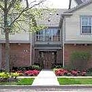 12 Oaks at Schaumburg - Schaumburg, IL 60195