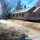 Des Moines South Bungalow 2 Bed, 1 Bath w/ Garage - Des Moines, IA 50315