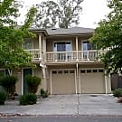 Cute granny unit, situated above the garage in Sou - Santa Rosa, CA 95407