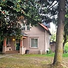 Studio in Hillsdale w Most Utilities - Portland, OR 97219