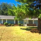 Ranch with 3 or 4 BR/1.5 BA in Jonesboro - Sect... - Jonesboro, GA 30238