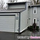 Nicely updated 3 B/R townhome in Desirable... - Burien, WA 98166