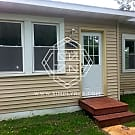2 bd remodeled home blocks from Medicine Lake. - Plymouth, MN 55441