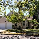 Attractive one-level home in Eastside Petaluma com - Petaluma, CA 94954