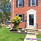 End of Group Row home with big yard and porch - Baltimore, MD 21234