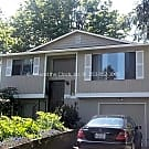 4 bed/2 bath 2,000+ sq. ft. home in Seattle - Seattle, WA 98178