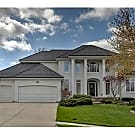 Lakewood Luxury - Lees Summit, MO 64064