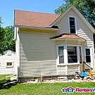 2 bedroom home with August 1 move in date. - Saint Paul, MN 55117