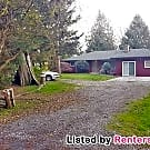 3-bed 1.5 bath and In-ground Swimming Pool! - Tacoma, WA 98446