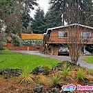 Awesome Tukwila Location W/All Utilities Paid! - Tukwila, WA 98168