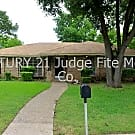 Lovely 3/2/2 with Bright Open Layout in DeSoto For - DeSoto, TX 75115
