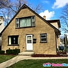 Beautiful 3 Bdrm Lower Unit Near State Fair Park - West Allis, WI 53214