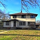 Large Historic 3br/4ba Home Fenced yard - Saint Cloud, MN 56301