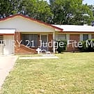 3/2 Conveniently Located Near Schools in Duncanvil - Duncanville, TX 75137