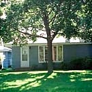 Sunny and Spacious Home with Large Yard! - Roseville, MN 55113