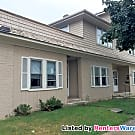 Tosa 2 Bdrm 2nd Level Unit Avail. Now - Wauwatosa, WI 53213