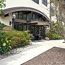Oaks Glen Lake Apartments - Minnetonka, MN 55345