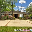 Braeswood Beauty with Guest Suite & Sun Room - Houston, TX 77096