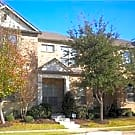 Spacious townhouse in convenient Irving location. - Irving, TX 75063
