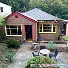 Bungalow Located Minutes From UW, Green Lake,... - Seattle, WA 98115