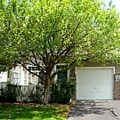 Cute and Cozy 2BR Townhouse! - Burnsville, MN 55337